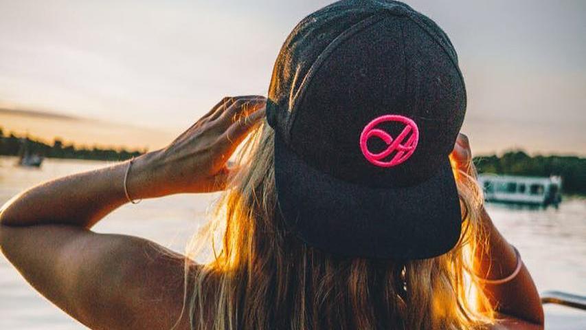 Hockeykiosk Girl with Hat
